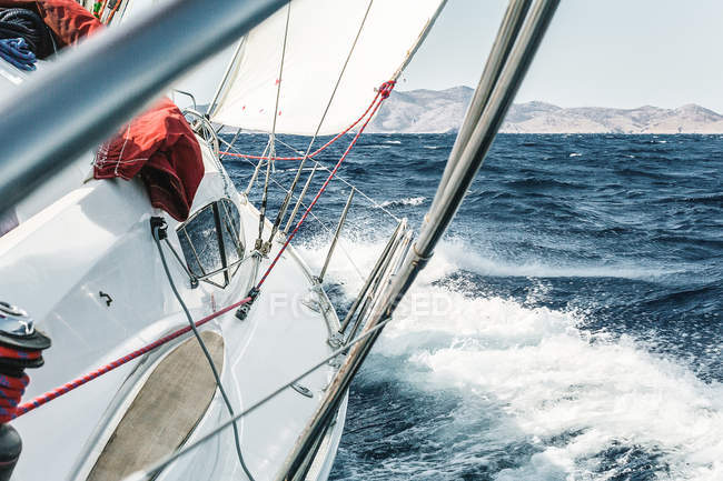Aboard view of yacht sailing through ocean waves near coast, Croatia — Stock Photo