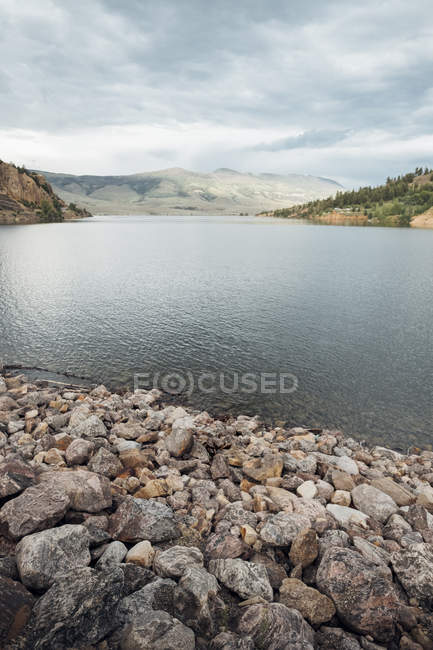 Scenic view of Dillon Reservoir, Silverthorne, Colorado, USA — Stock Photo