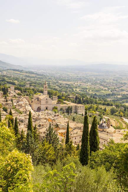 Vista dos telhados e Basílica de São Francisco de Assis, Assis, Úmbria, Itália — Fotografia de Stock