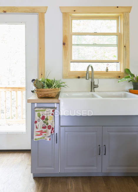 White washbasin on gray bedside table in bright kitchen — Stock Photo