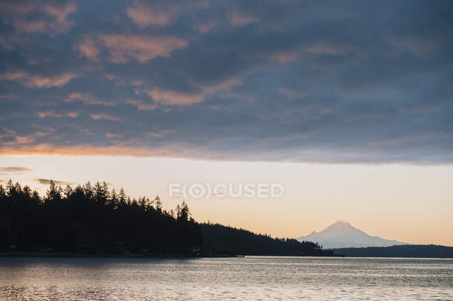Puget Sound al tramonto, Bainbridge, Washington, Stati Uniti — Foto stock