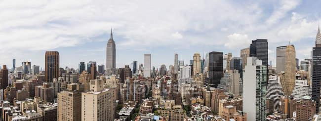 Toits de la ville, vue depuis un toit dans l'arrondissement de Murray Hill New York, é.-u. — Photo de stock