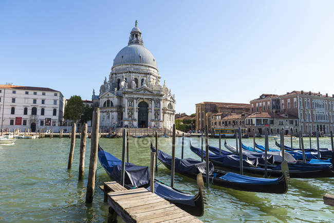 Gondolas on canal, Venice, Veneto, Italy, Europe — Stock Photo