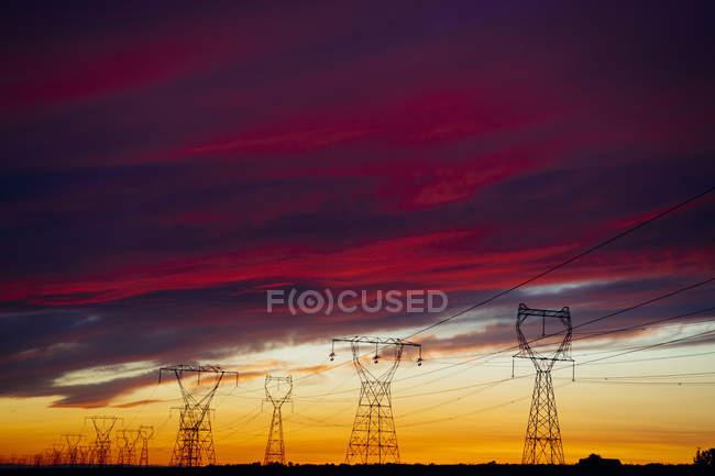 Високовольтних ліній на захід сонця, підприємства, штат Орегон, США, Північної Америки — стокове фото