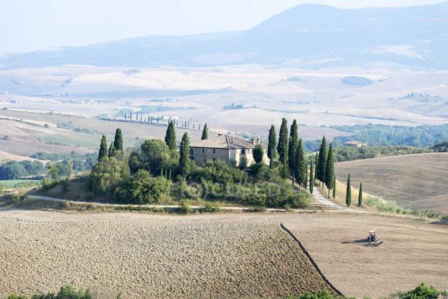 Scenic view of farmhouse, Tuscany, Italy, Europe — Stock Photo