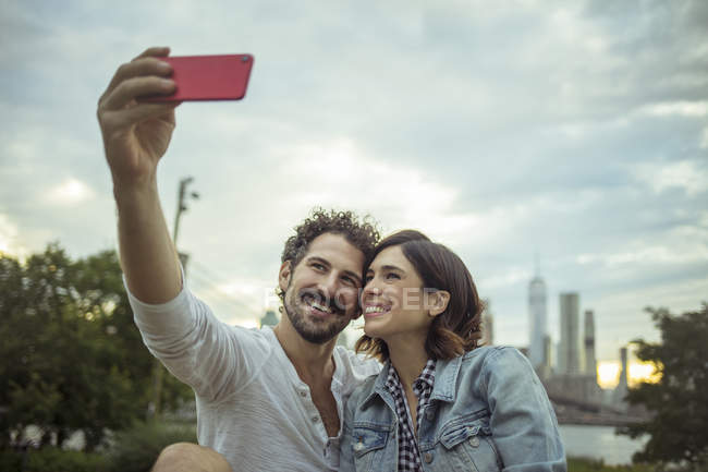 Paar Selfie, Brooklyn, New York, unter uns — Stockfoto