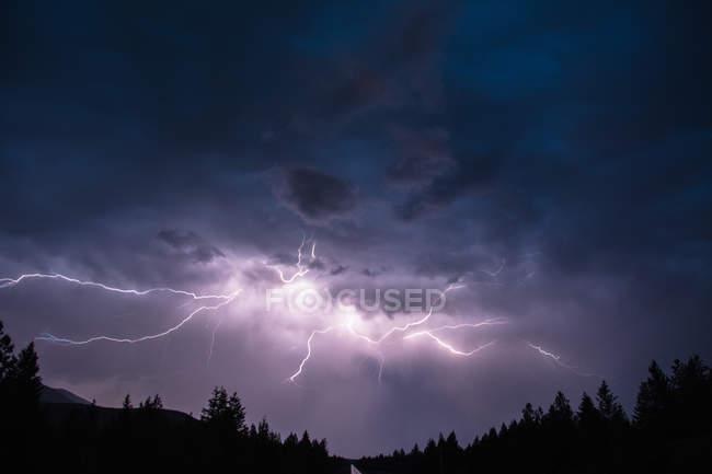 Lightning in sky over Canadian Rocky Mountains, Kootenay Region, Fernie, British Columbia, Canada — Stock Photo