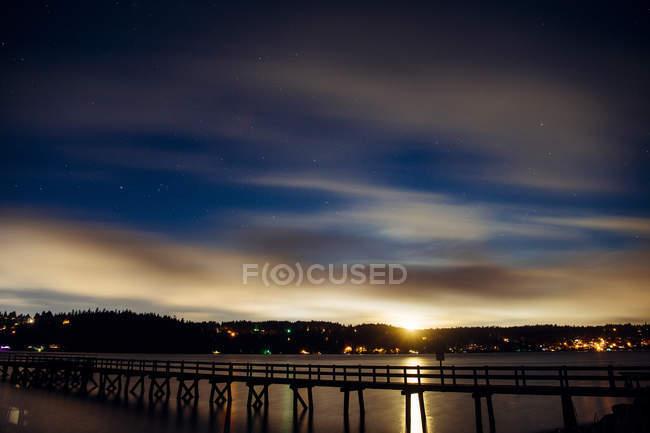 Scenic view of bridge across river at sunset time, Puget Sound, Bainbridge, Washington, USA — Stock Photo