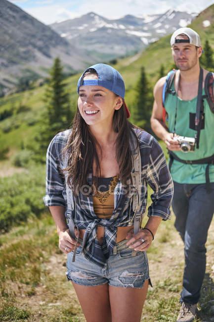 Couple en Rocky mountains, Breckenridge, Colorado, États-Unis — Photo de stock