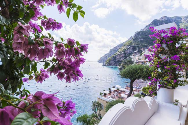 Hotel vista panoramica sulla costa e sul lungomare, Positano, Campania, Italia — Foto stock