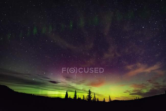 Northern lights, auroral arc, Nickel Plate Provincial Park, Penticton, British Columbia, Canada — Stock Photo