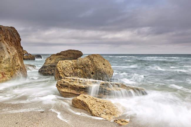 Long exposure of waves on rocks in sea, Odessa, Odeska Oblast, Ukraine, Europe — Stock Photo