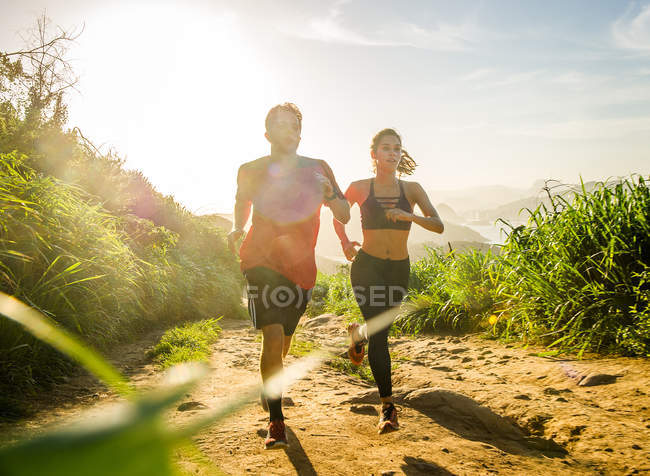 Two runners training on dirt track — Stock Photo