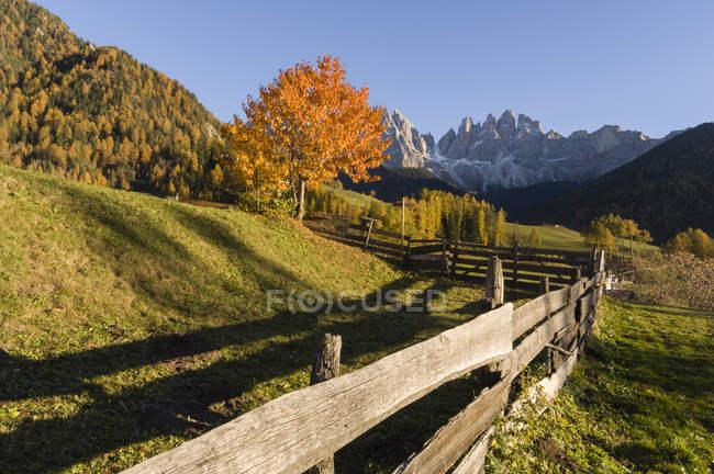 Vista panoramica sulle montagne dell'Odle, Santa Maddalena, Val di Funes, Dolomiti, Alto Adige, Italia, Europa — Foto stock