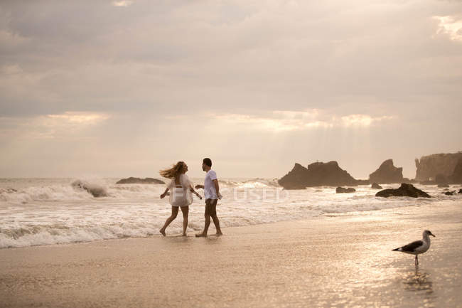 Romantic couple on beach, Malibu, California, US — Stock Photo