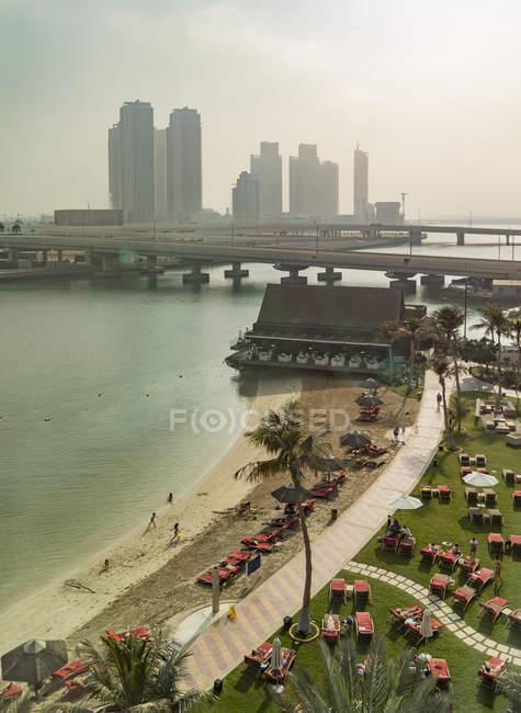 Vista aérea de Abu Dhabi, Emiratos Árabes Unidos, Asia - foto de stock