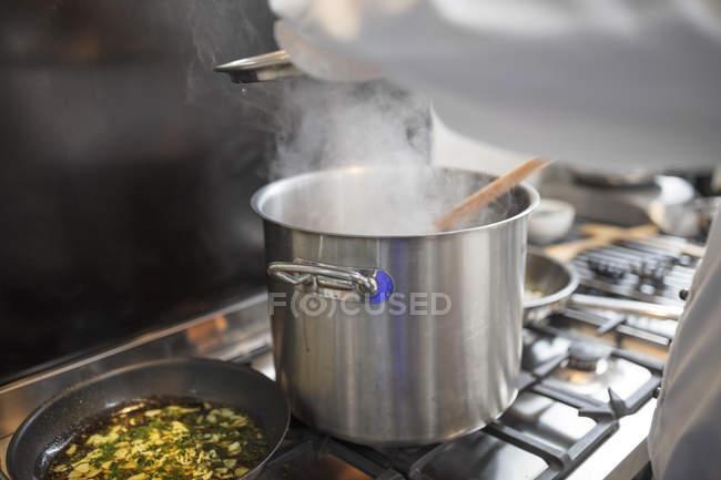 Chef preparing food in restaurant kitchen — Stock Photo