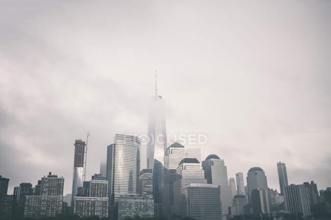 City skyline in foggy weather of New York, USA — Stock Photo