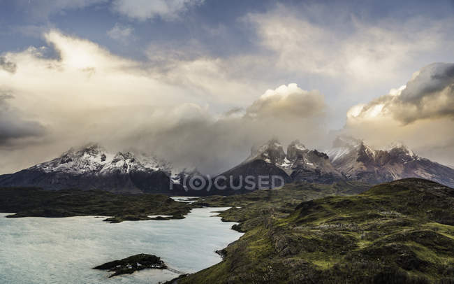 Dramatic sky over Cuernos del Paine and Paine Grande, Torres del Paine National Park, Chile — Stock Photo