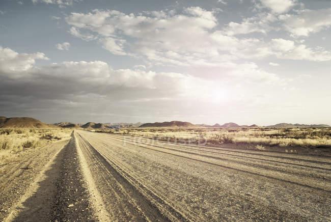 Strada sterrata aperta vuota, Namib Desert, Windhoek Noord, Namibia, Africa — Foto stock