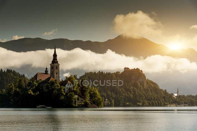 Vista da igreja na Ilha de Bled, Lago Bled, Eslovênia — Fotografia de Stock