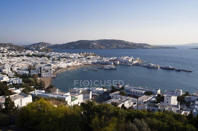 Luftaufnahme von Stadt und Pier, Mykonos-Stadt, Kykladen, Griechenland — Stockfoto