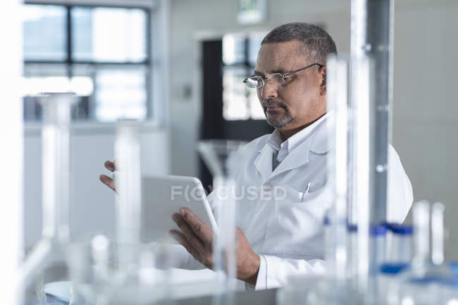 Male Laboratory worker using digital tablet — Stock Photo