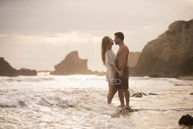 Romantic couple on beach, Malibu, California, US — Stock Photo