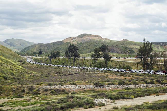 Vue de paysage avec occupé Parking autoroute nord Elsinore, Californie, é.-u. — Photo de stock