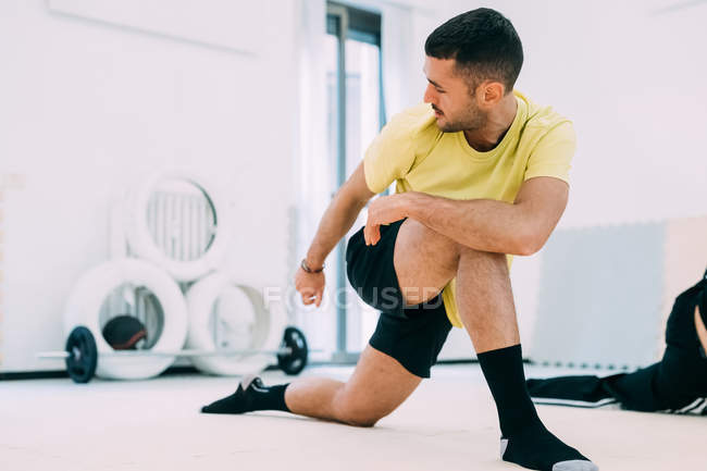 Men in gym doing stretching exercises — Stock Photo