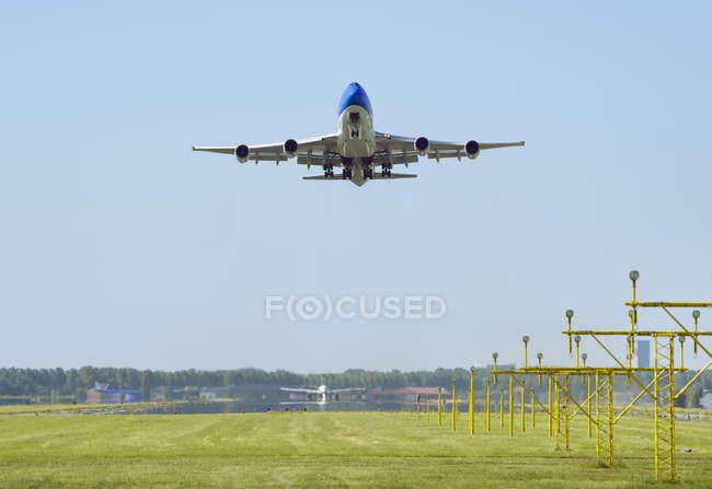 Décollage d'avion, Schiphol, Hollande-Septentrionale, Pays-Bas, Europe — Photo de stock