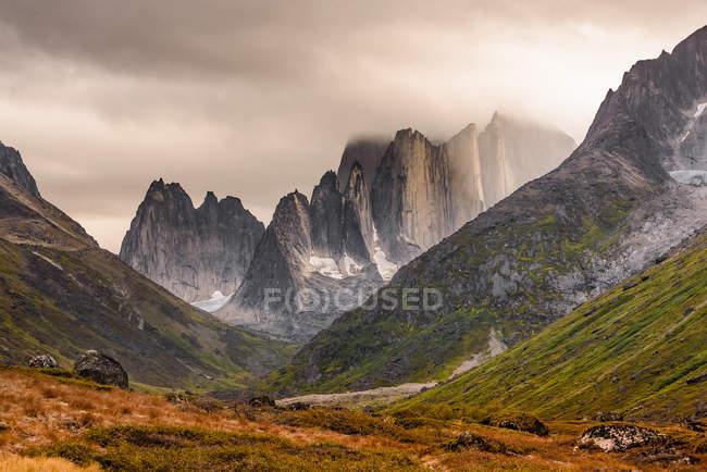Vista panoramica sulle montagne e sulla valle di Narsaq, Vestgronland, Groenlandia — Foto stock
