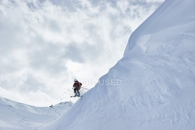 Man skiing on Hintertux, Tirol, Austria — стокове фото