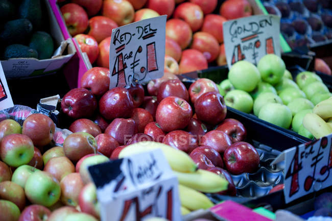Fresh apples for sale on market stall — Stock Photo
