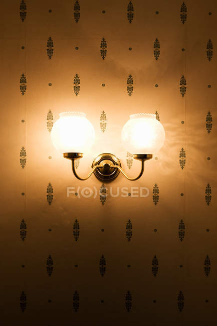 Incorporated lantern on wall with pattern — Stock Photo