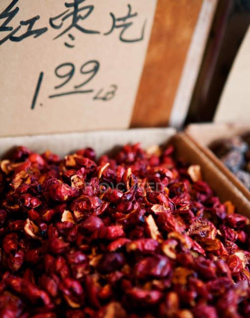 Getrocknete Früchte für den Verkauf in China Stadtmarkt — Stockfoto