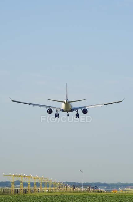 Самолет посадки, Схипхол, Северная Голландия, Нидерланды, Европа — стоковое фото