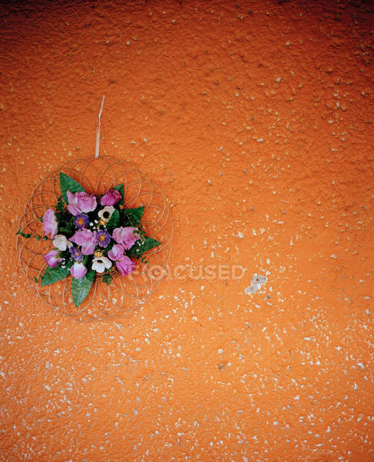 View of flower decoration on orange wall — Stock Photo