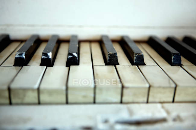 View of dirty piano keys, close up — Stock Photo