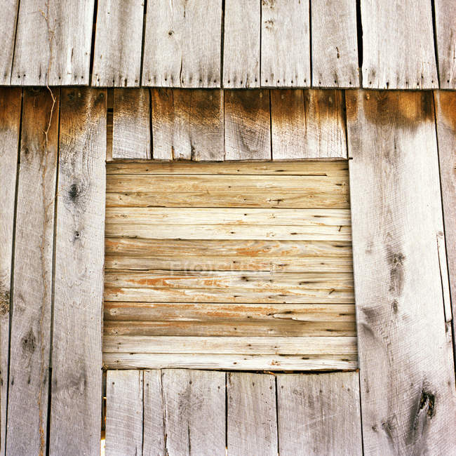 Abandoned wooden aged brown barn — Stock Photo