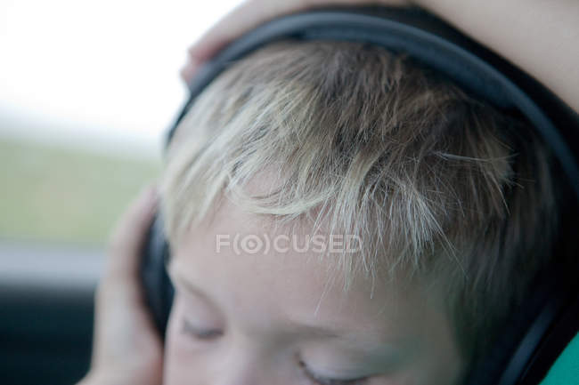 Close up of boy wearing headphones — Stock Photo