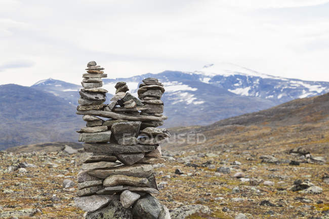 Stone cairn in mountain landscape, Jotunheimen National Park, Lom, Oppland, Norway — Stock Photo