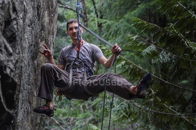 Front view of male rock climber hanging on ropes, Squamish, Canada — Stock Photo