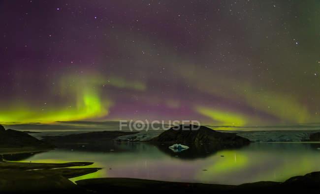 Aurora Borealis al ghiacciaio Qualerallit, Groenlandia meridionale — Foto stock