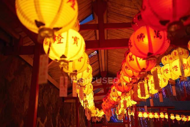Rows of illuminated paper lanterns, Penang, Pulau Pinang, Malaysia — Stock Photo