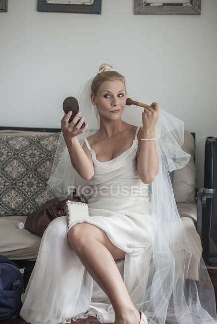 Front view of Bride applying blusher on cheek — Stock Photo