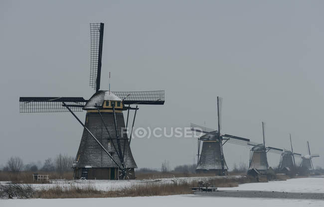 Moulins à vent traditionnels, Kinderdijk, Zuid-Holland, Pays-Bas — Photo de stock
