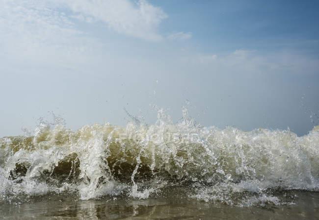 Закройте океанскую волну, Домбург, Зеланд, Нидерланды, Европа — стоковое фото