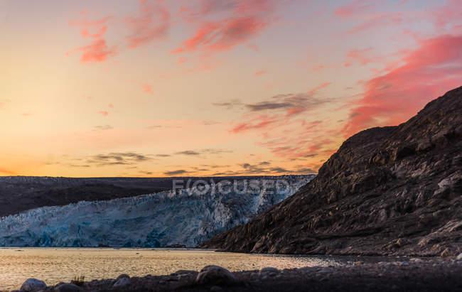 Tramonto sul ghiacciaio nella Groenlandia meridionale — Foto stock