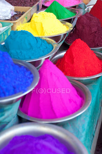 Colourful rangoli powders sold in the markets in Mysore, Karnataka — Stock Photo